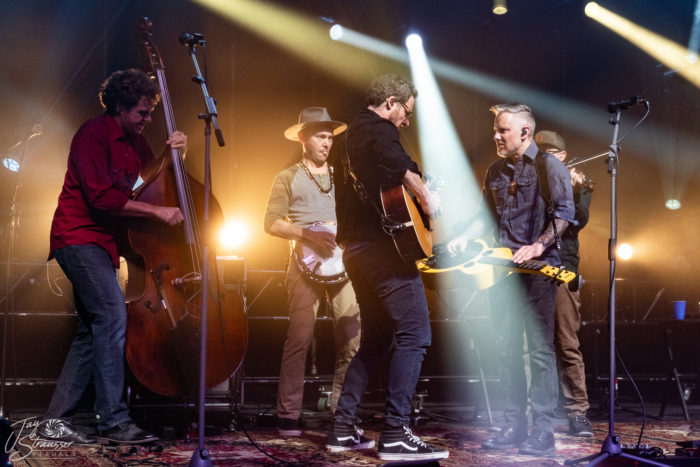 The Infamous Stringdusters Kick Off 2020 With Sold Out Denver Show, Add Dates To Winter Tour